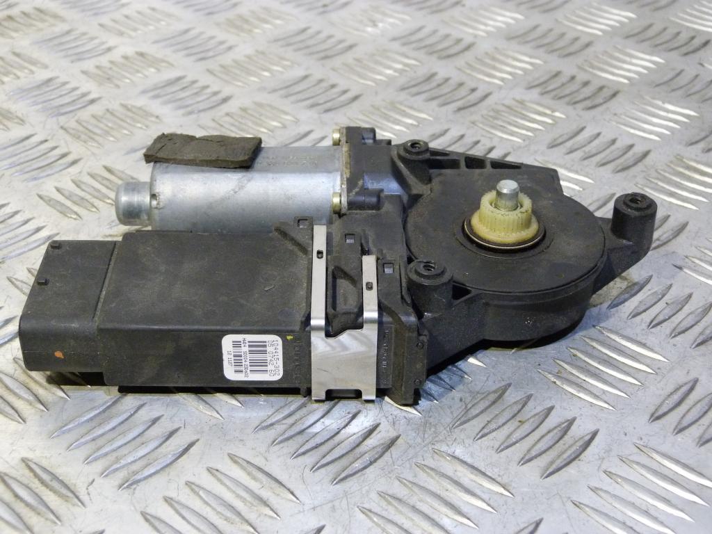 Motorček sťahovania okna predný pravý Škoda Octavia I r.v. 1996-2010 104415302, 0130821730
