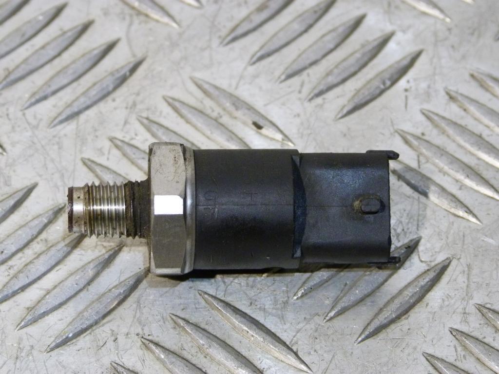 tlaku paliva Alfa Romeo 145, 146, 147, 156, 166, Fiat       Stilo,  Lancia Lybra 1.9  2.4 JTD 0281002405
