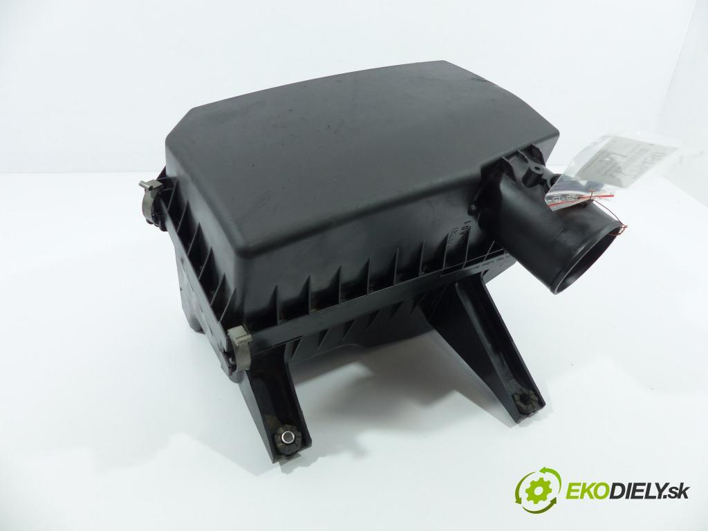 Suzuki Kizashi 2.4b 178km  131 kW 2400 cm3  obal filtra vzduchu  (Kryty filtrů)