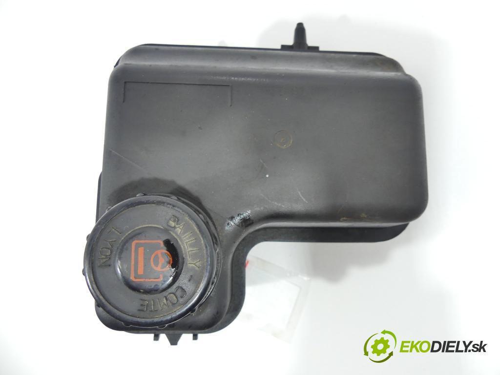 Peugeot 407 1.6 HDI 109 HP  80 kW 1600 cm3  Nádržka