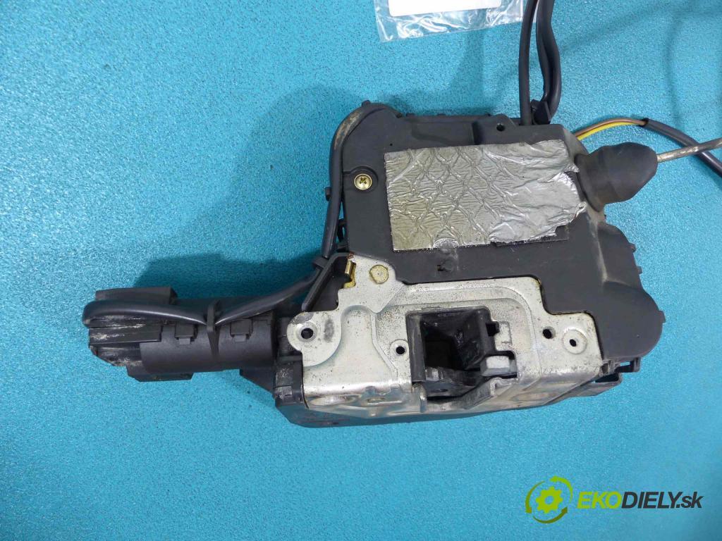 Mercedes CLS C219 2004-2010 3.0 CDI 224 hp automatic 165 kW 2987 cm3  zámok přední část pravý