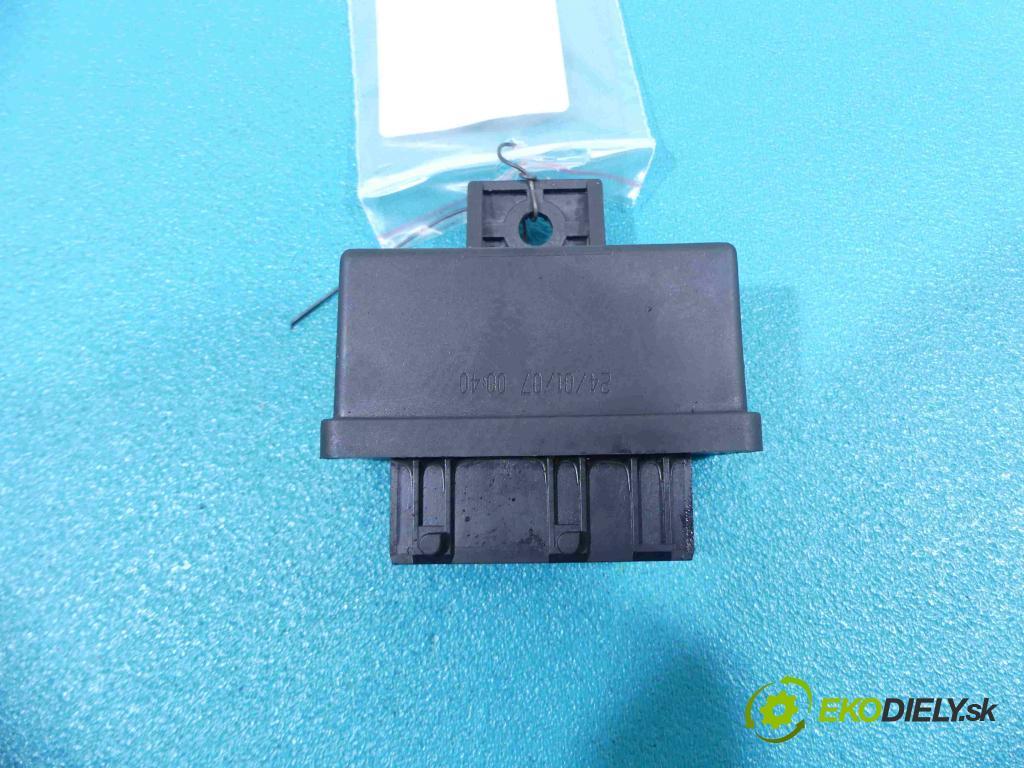 Citroen C2 1.4 8V - 73 HP manual 54 kW 1398 cm3  relé 240107 (Relé)