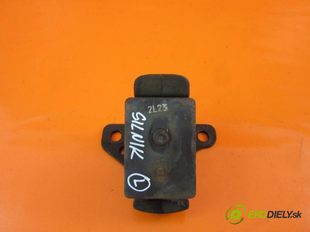 KIA SORENTO I 2.4 G4JS manual 5 - stupňová 102 kW 139 km  AirBag Motor 218123E150 (Držiaky motora)