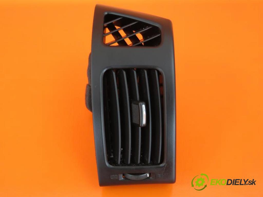 HYUNDAI i30 / i30CW 1.6 G4FC manual 5 - stupňová 93 kW 126 km  Mriežky kúrenia pravá  (Mriežky kúrenia (fukáre))
