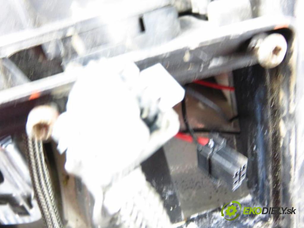 RENAULT LAGUNA II 1.9 DCI (BG0G) F9Q 670, F9Q 750, F9Q 674 manual 6 - stupňová 88 kW 120 km  Svetlo LP 8200163323/8200006564 (Svetlá predné)