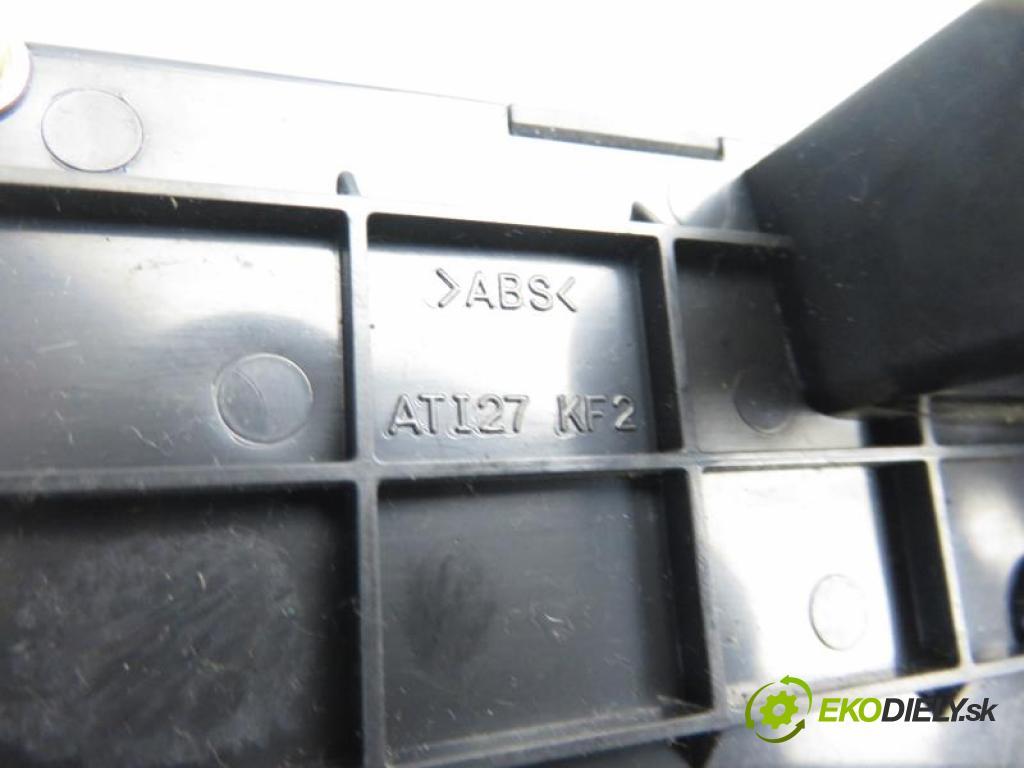 HYUNDAI TRAJET 2.0 CRDI D4EA manual 5 stupňová 83 kW 113 km  Popolník  (Popolníky)