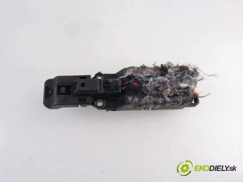 JAGUAR XF I (X250) 5.0 V8 508PN automatic 6 stupňová 283 kW 385 km  Priehradka, kastlík 8X2306002AD (Priehradky, kastlíky)