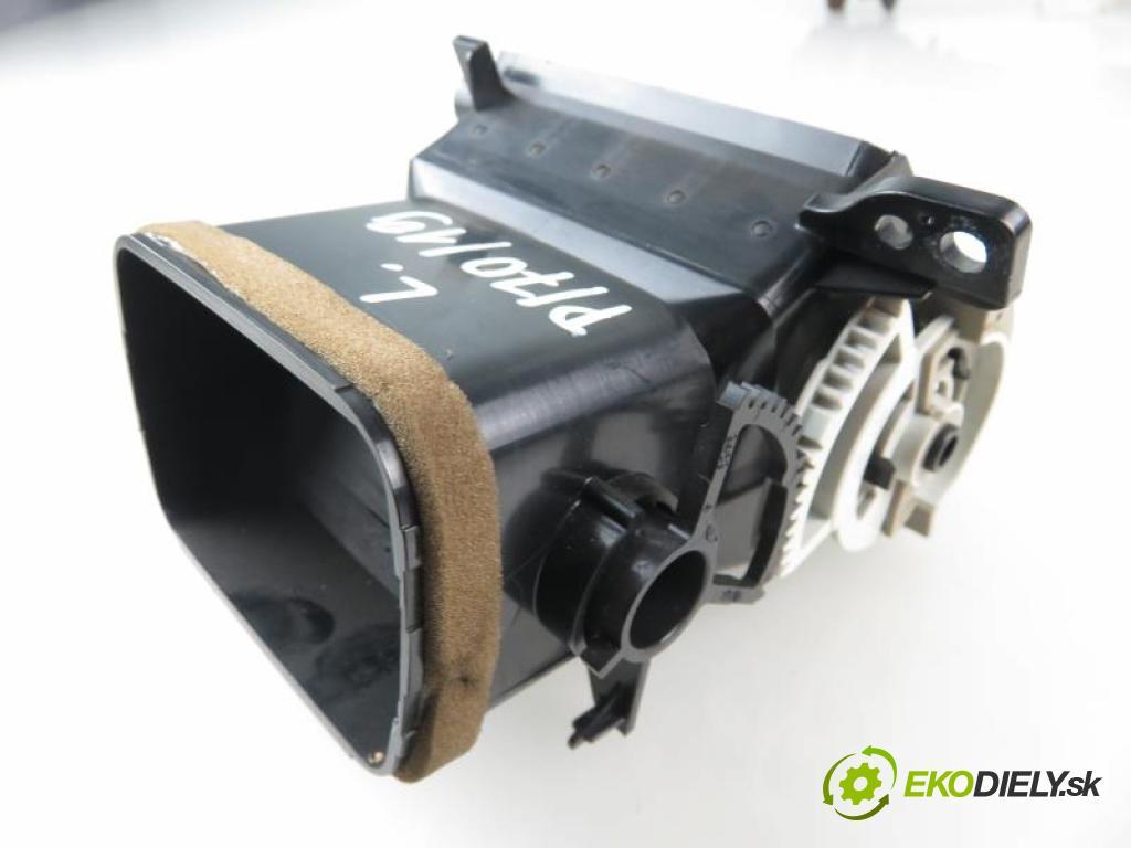 TOYOTA AURIS I (E15) 1.6 VVTI 1ZR-FE manual 5 stupňová 91 kW 124 km  Mriežky kúrenia ľavá strana  (Mriežky kúrenia (fukáre))