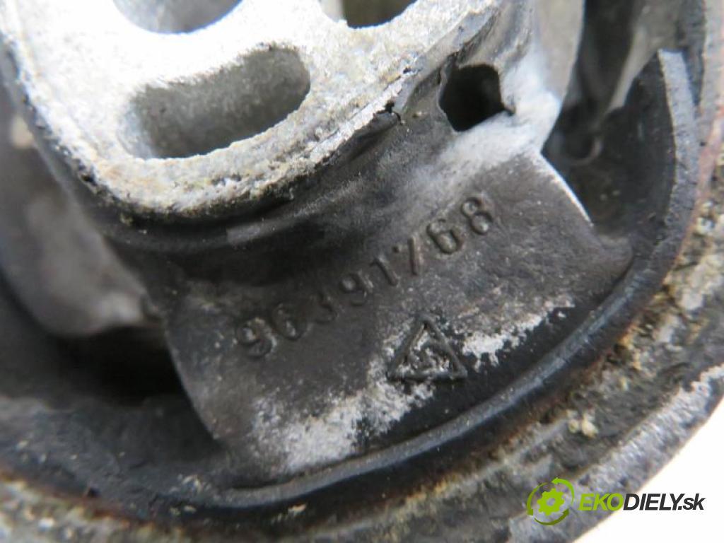PEUGEOT 307 1.6 HDI 110 9HY (DV6TED4), 9HZ (DV6TED4) manual 5 stupňová 80 kW 109 km  podpera poloosi 96391768 (Ostatné)