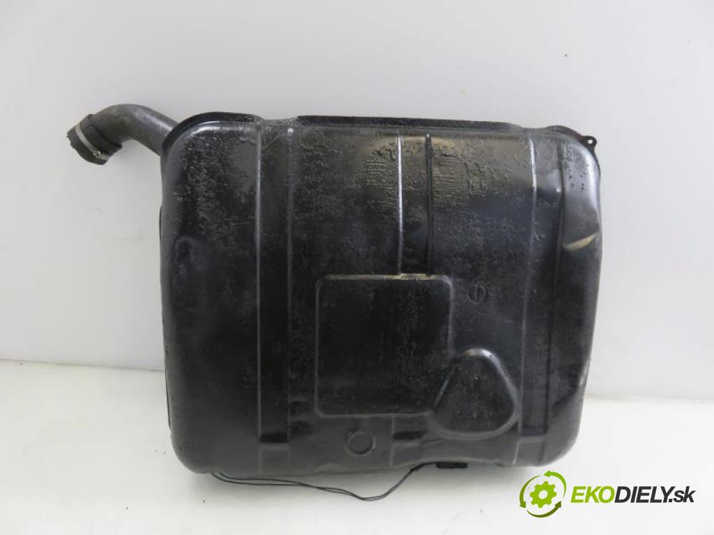 FSO-FSC POLONEZ MR 97 1.6 GSi  manual 5 stupňová 62 kW 84 km  Nádržka paliva benzín  (Nádrže)