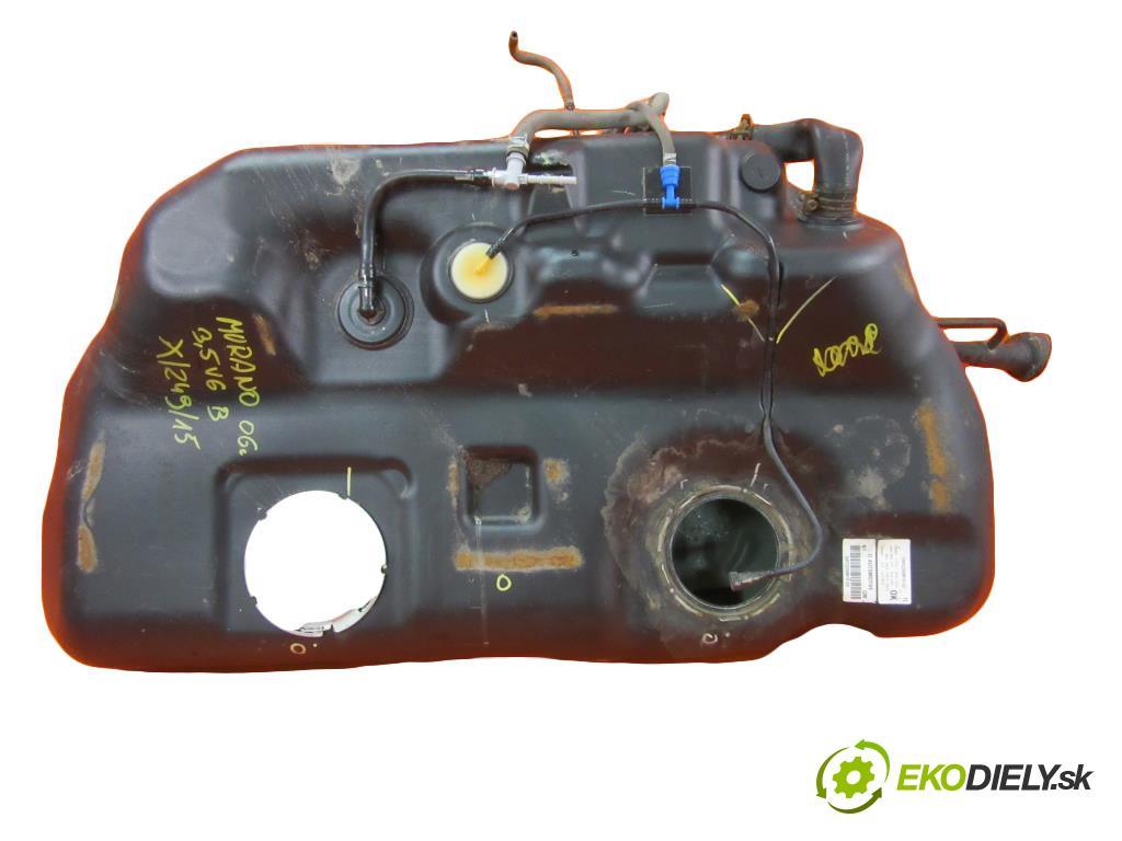 NISSAN MURANO (Z50) 3.5 V6 4X4 VQ35DE   172 kW 234 km  Nádržka paliva benzín  (Nádrže)