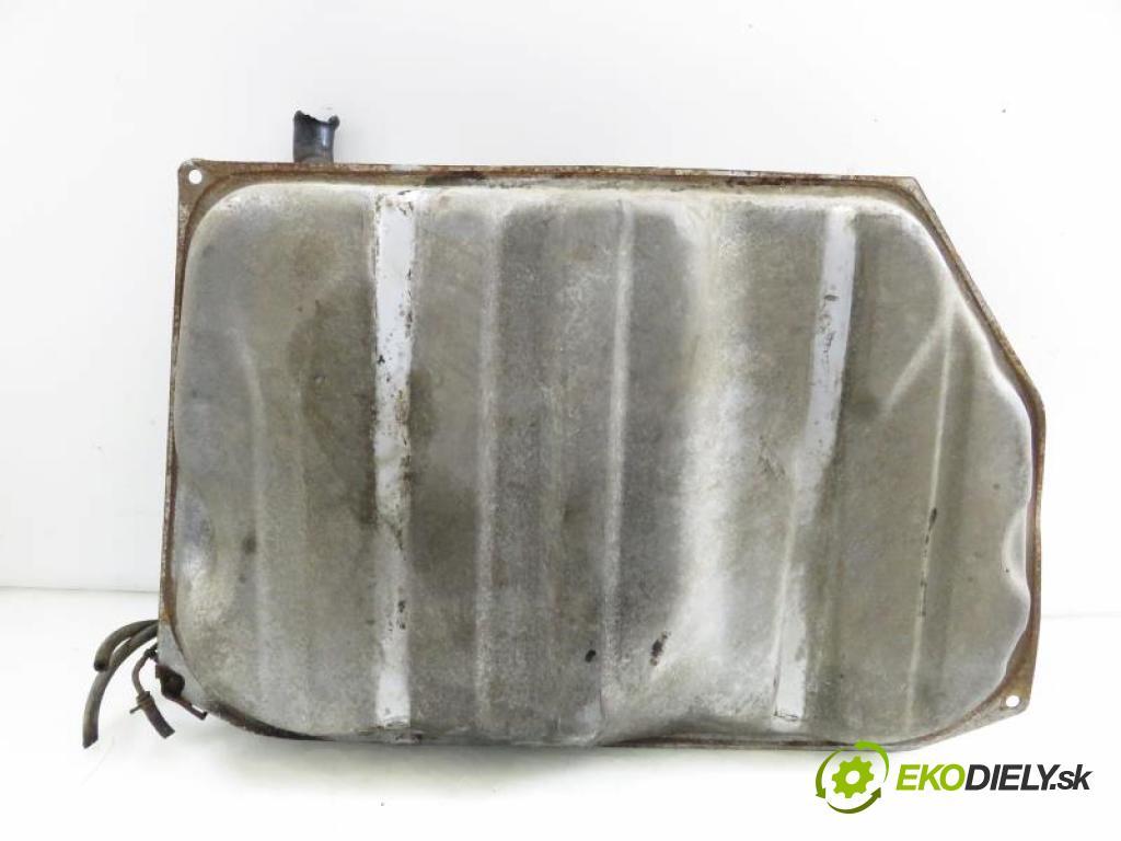 TOYOTA COROLLA E10 2.0 D (CE100_) 2C manual 5 stupňová 53 kW 72 km  Nádržka paliva diesel  (Nádrže)