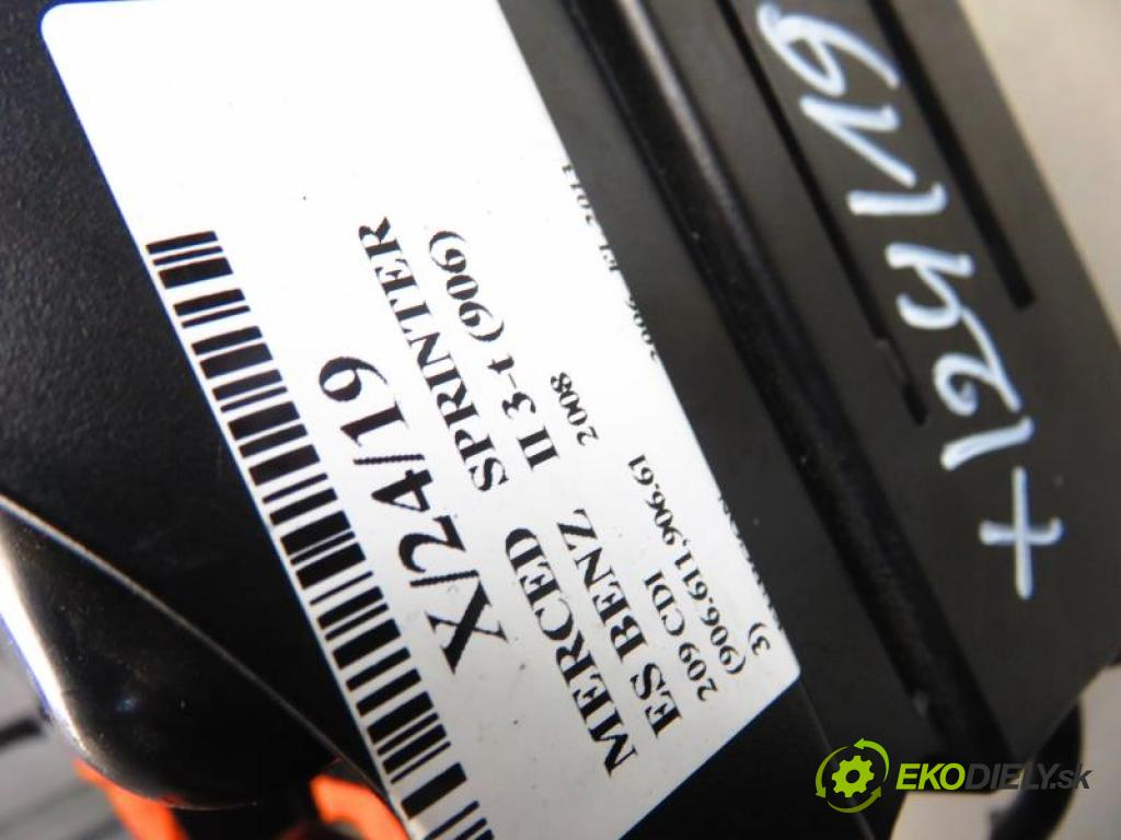 MERCEDES BENZ SPRINTER II 3-t (906) 209 CDI (906.611,906.613) OM 646.984 manual 6 stupňová 65 kW 88 km  Popolník A9066800558/A9068100028/A9066890047 (Popolníky)