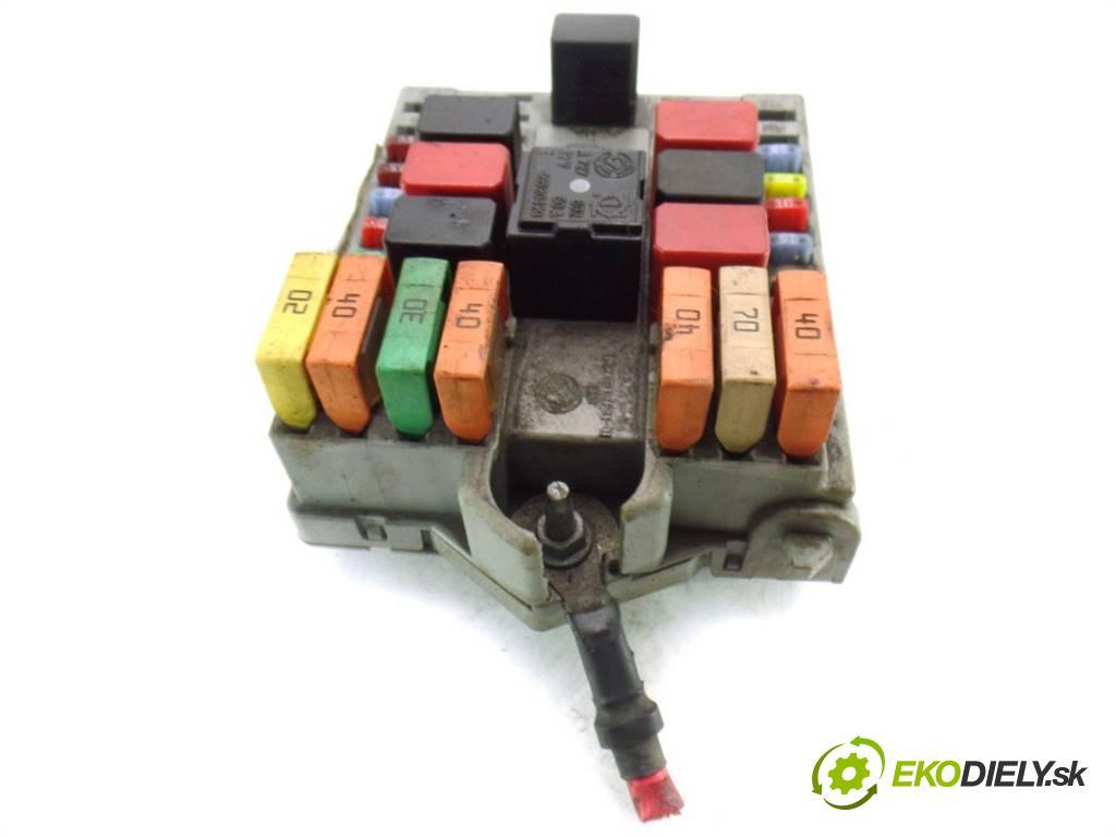 Fiat Doblo    LIFT 1.3JTD Multijet 75KM 04-09  skříňka poistková 51763771 (Pojistkové skříňky)