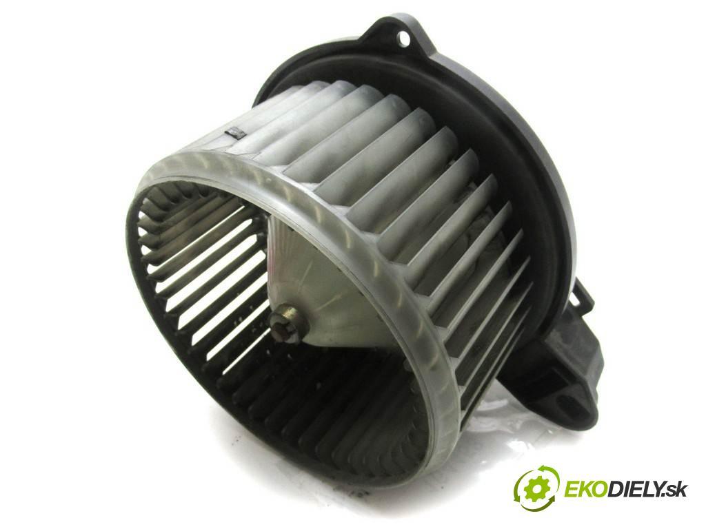 Audi A6 C5  1999  KOMBI 2.5TDI 150KM 97-04 2500 ventilátor - topení 4B1820021B (Ventilátory topení)
