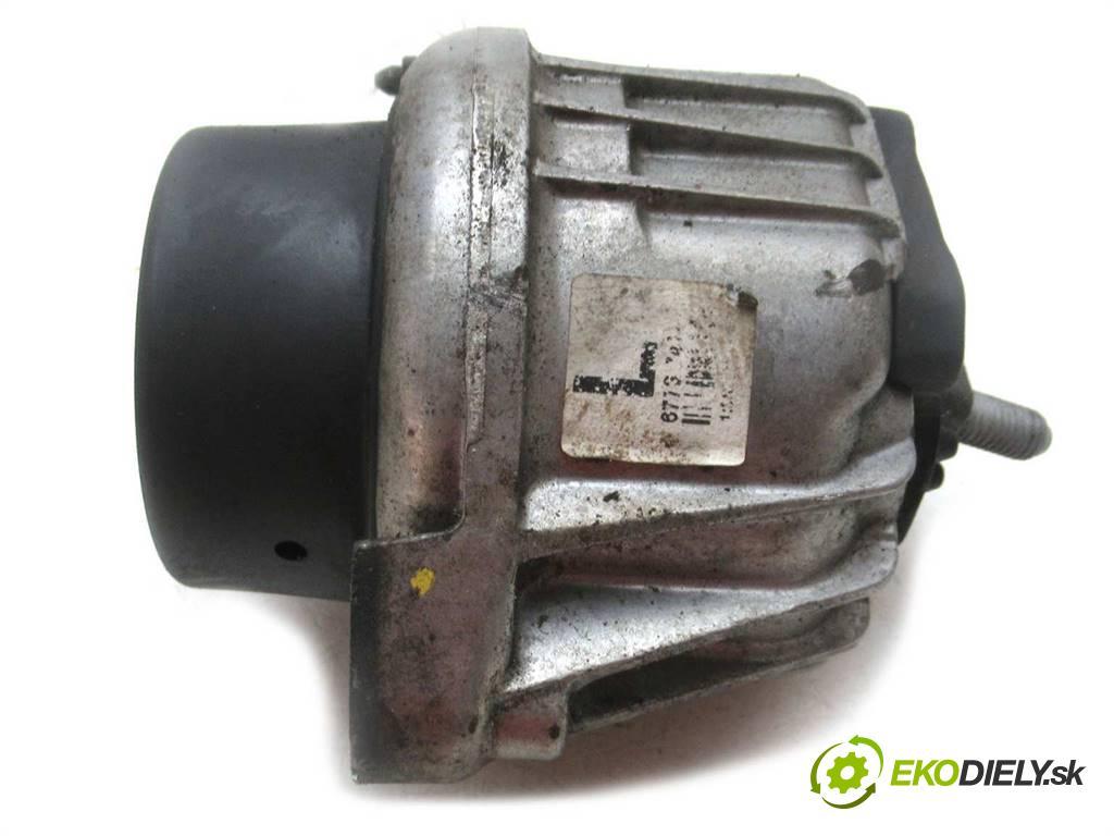 BMW E90    SEDAN 4D 2.0i 170KM 04-11  AirBag Motor 13981112 (Držiaky motora)