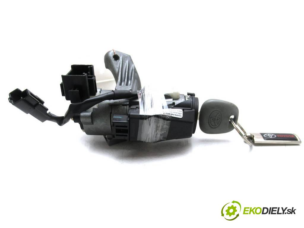 Toyota Corolla E12  2004 90KM KOMBI 5D 1.4D-4D 90KM 02-07 1400 spinačka 45020-02-4 (Spínacie skrinky a kľúče)