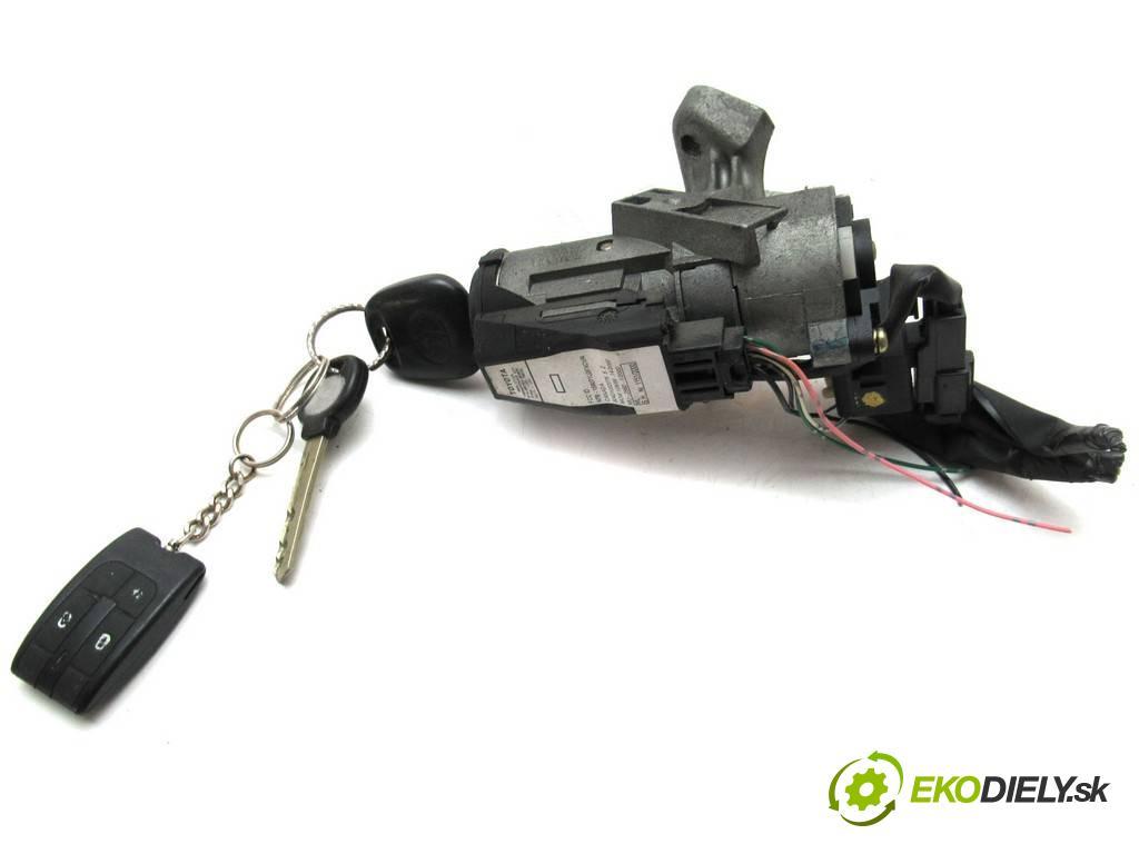 Toyota Corolla E12  2003  HATCHBACK 3D 1.4VVTI 97KM 02-07 1400 spinačka 45020-02-4 (Spínacie skrinky a kľúče)
