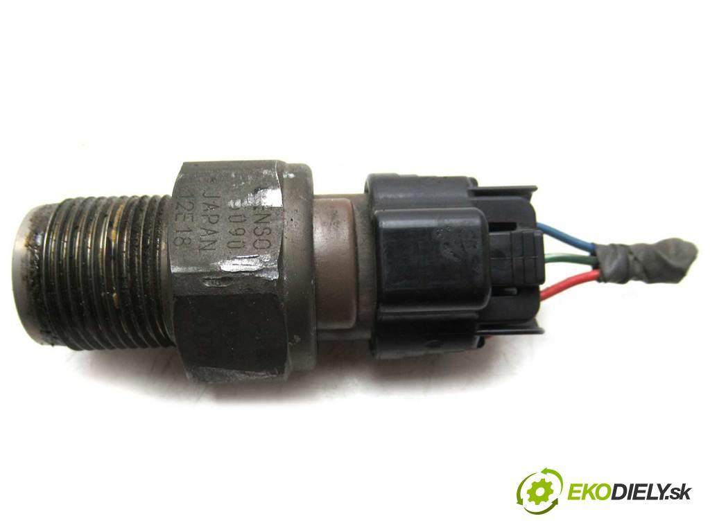 Toyota Corolla E12  2004  KOMBI 2.0D-4D 90KM 02-07 2000 Regulátor tlaku paliva  (Ostatní)