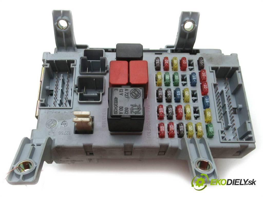 Fiat Albea  2002  1.2B 80KM 02-06 1200 skříňka poistková 46821170 NPL (Pojistkové skříňky)