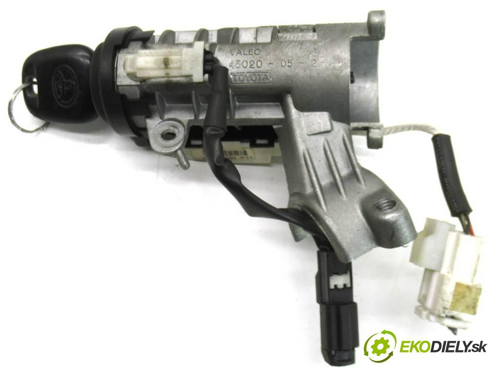 Toyota Corolla E11 LIFT  2001  LIFTBACK 5D 1.4B 97KM 99-02 1400 spinačka  (Spínacie skrinky a kľúče)