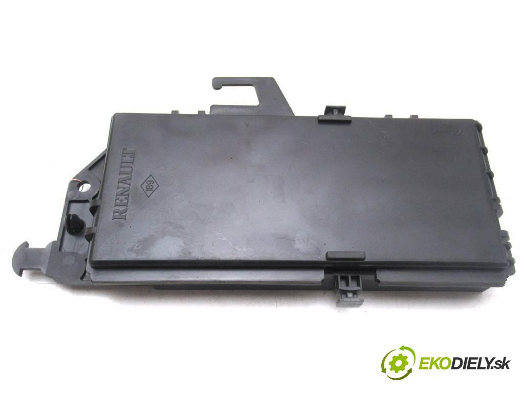 Renault Espace IV  2005  2.2DCI 150KM 02-06 2200 Modul komfortu 8200414833 (Moduly komfortu)