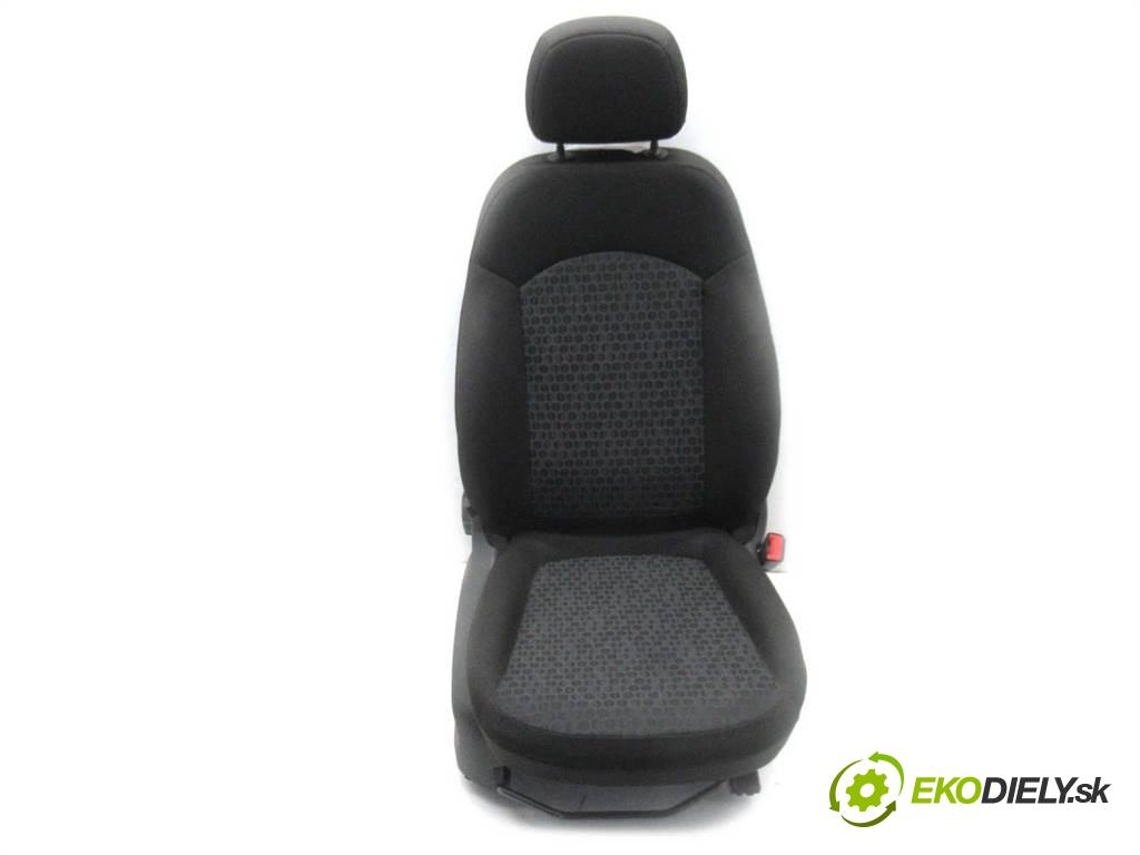 Opel Corsa E  2015  HATCHBACK 5D 1.4B 100KM 14- 1400 Sedadlo pravy  (Sedačky, sedadlá)