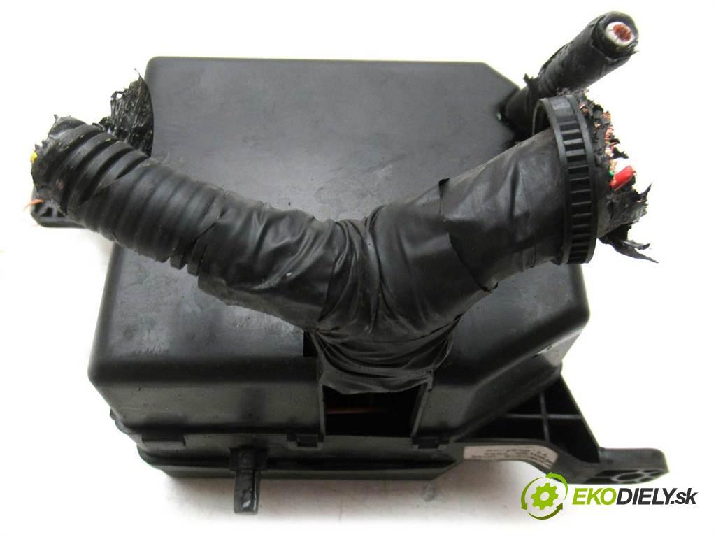 Kia Picanto  2006 48 kw HATCHBACK 5D 1.0B 61KM 03-07 1100 Skrinka poistková  (Poistkové skrinky)