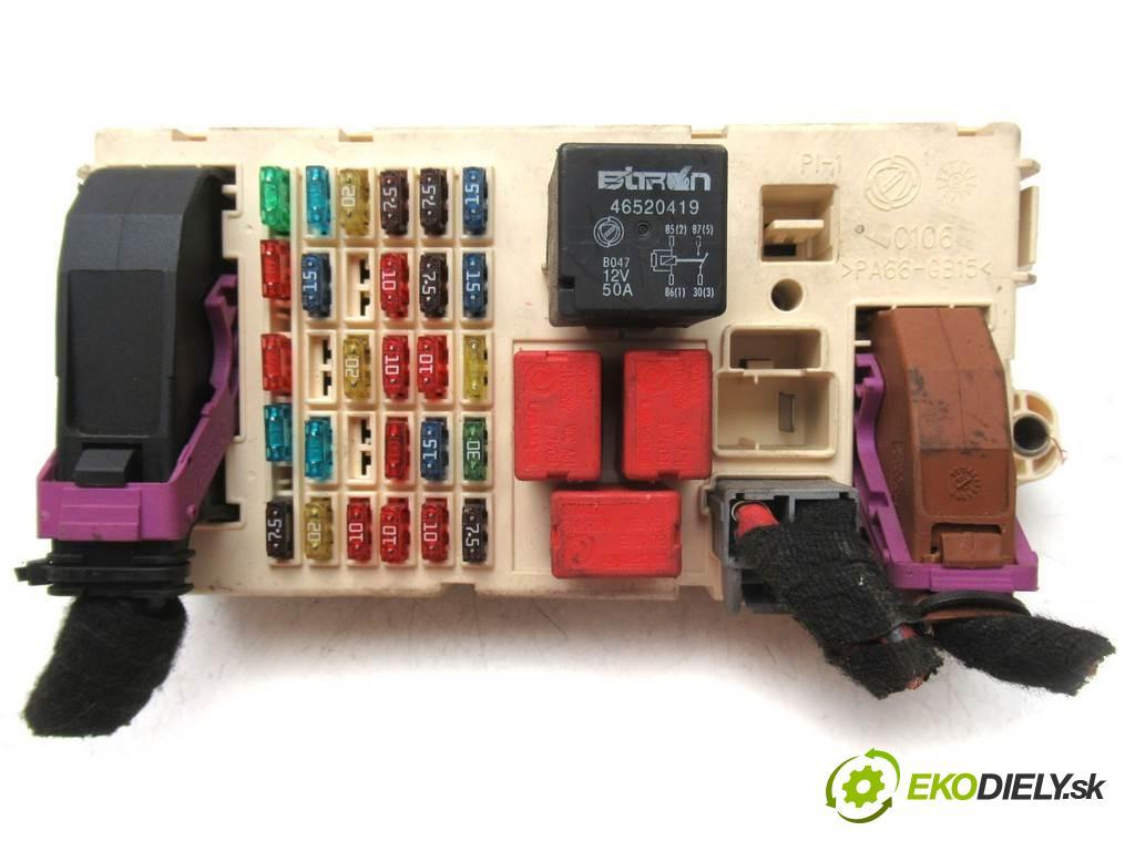 Fiat Stilo    HATCHBACK 5D 1.6B 103KM 01-07  skříňka poistková 46750594 (Pojistkové skříňky)