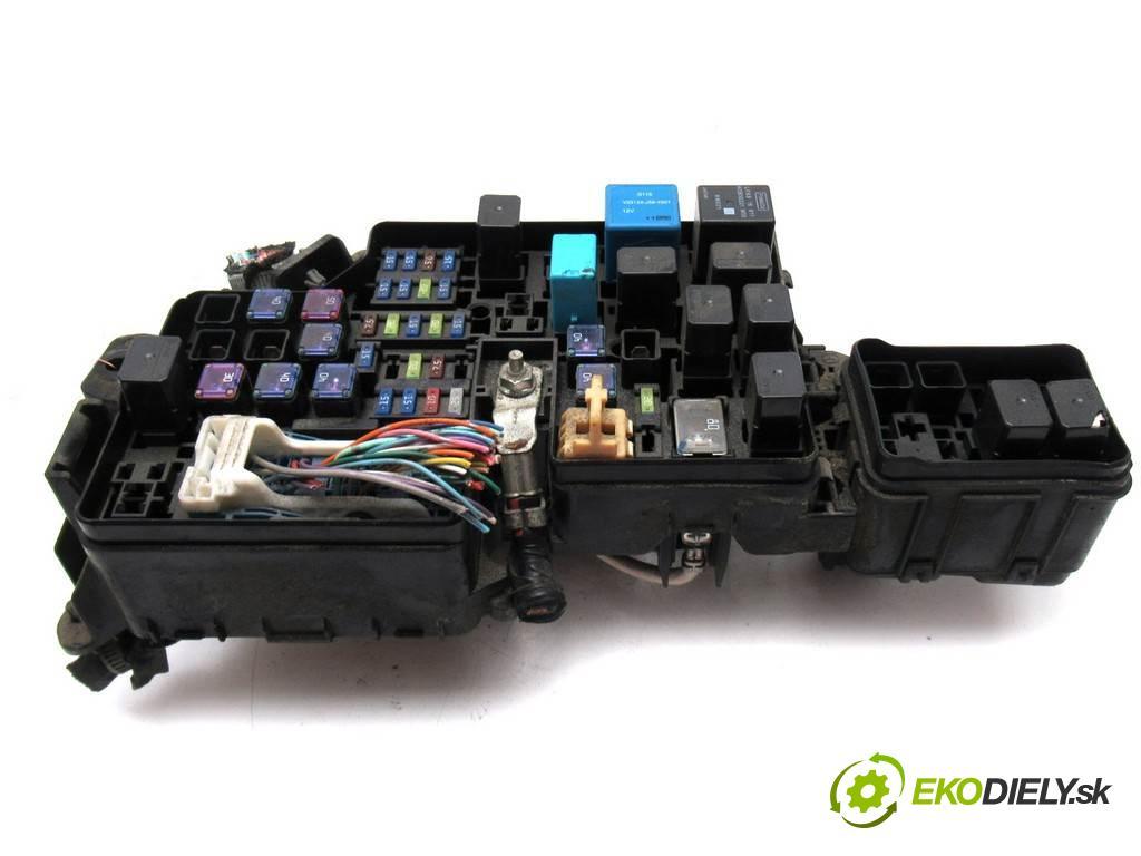 Mazda 3 II    HATCHBACK 5D 1.6B 105KM 08-13  skříňka poistková  (Pojistkové skříňky)