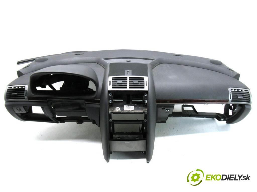Peugeot 407  2006 100 kw SEDAN 4D 2.0HDI 136KM 04-11 2000 Palubná doska  (Palubné dosky)