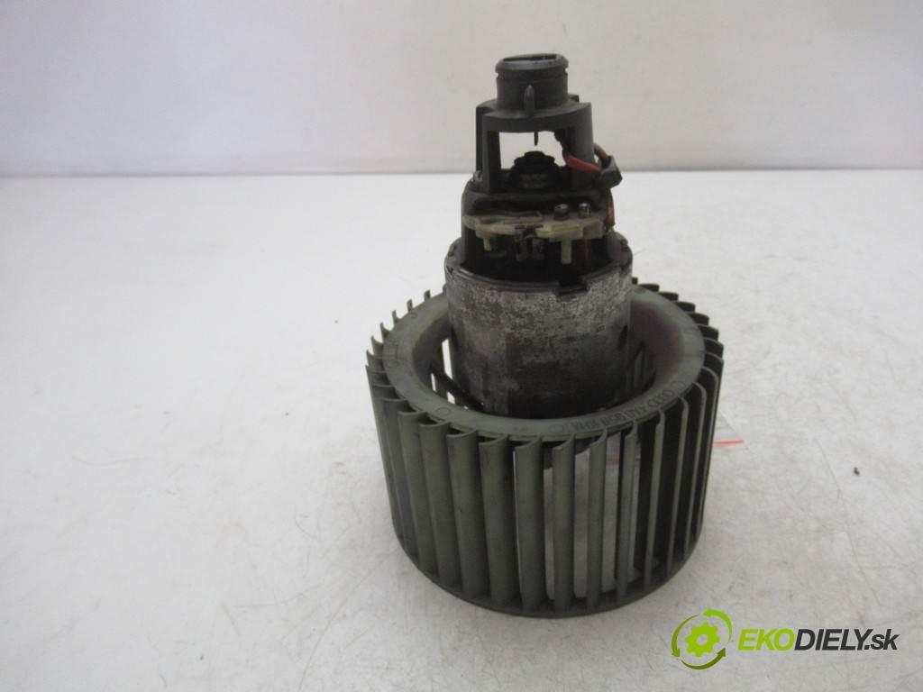 Audi A6 C4  1996 85 kw KOMBI 5D 2.5TDI 114KM 94-97 2500 ventilátor - topení 4A0959101A (Ventilátory topení)