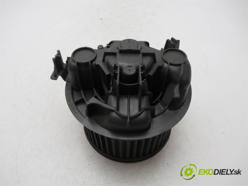Renault Megane II  2004  KOMBI 5D 1.9DCI 120KM 02-08 1900 ventilátor - topení 030911X (Ventilátory topení)
