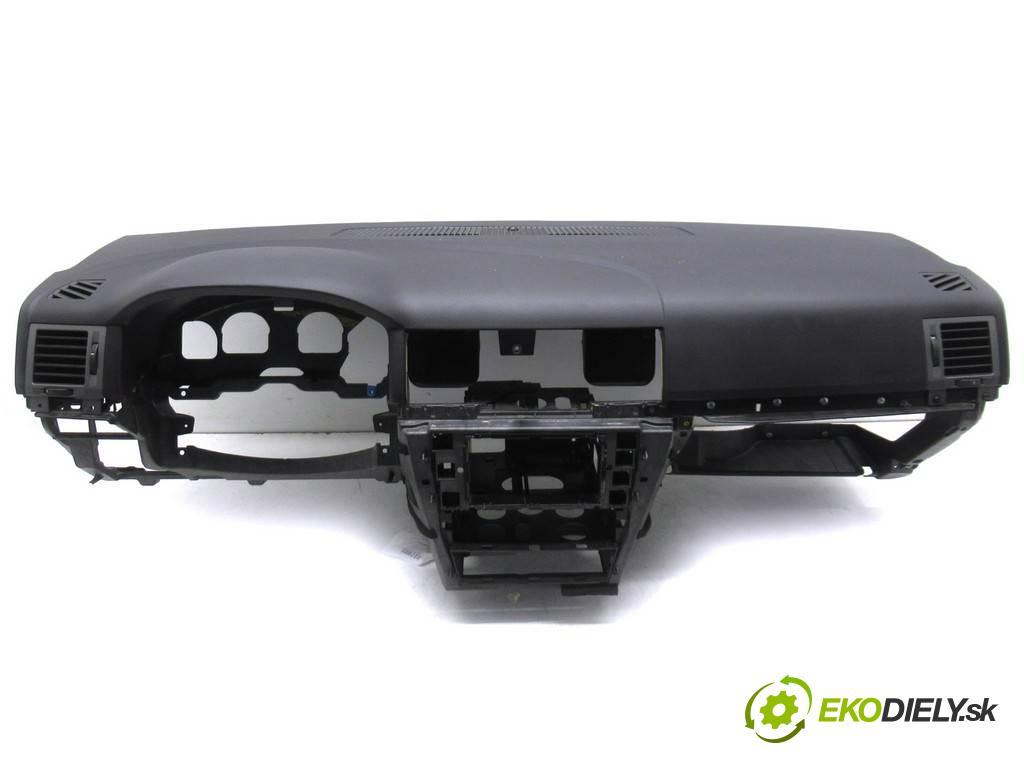 Opel Signum  2005 125KM 2.2DTI 125KM 03-05 2200 Palubná doska  (Palubné dosky)