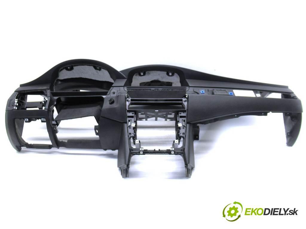 BMW 5 E60  2010 177KM E61 LIFT KOMBI 5D 2.0D 177KM 02-10 2000 Palubná doska  (Palubné dosky)