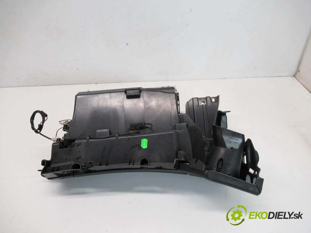 Mercedes-Benz CLS C219  2006 224KM W219 SEDAN 3.0CDI V6 224KM 04-10 3000 Priehradka, kastlík spolujazdca  (Priehradky, kastlíky)