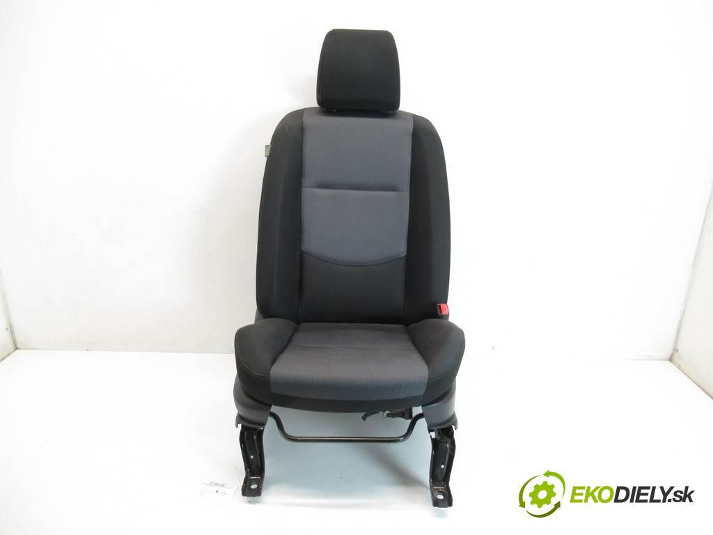 Mazda 5 Premacy II  2006 107 kW 2.0B 146KM 05-10 2000 sedadlo pravý  (Sedačky, sedadla)