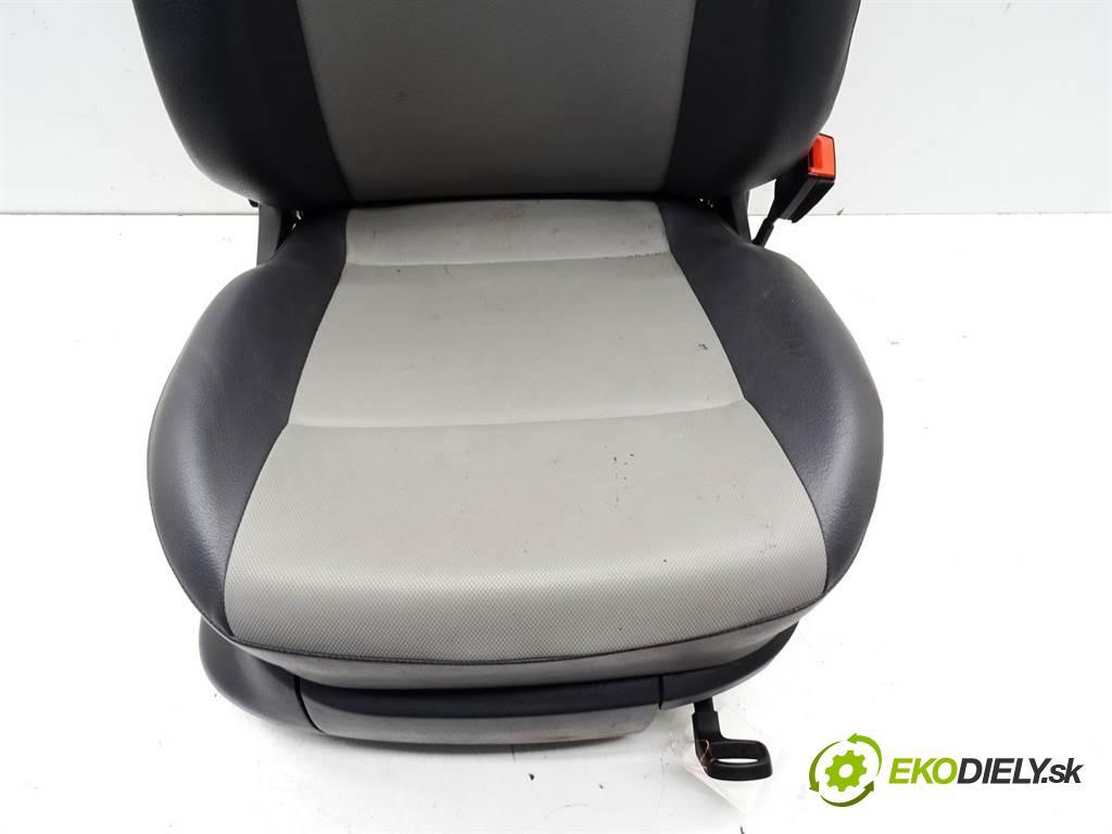 Volkswagen Caddy  2012 105KM 2K LIFT 1.2TSI 105KM 10-15 1200 Sedadlo pravy  (Sedačky, sedadlá)