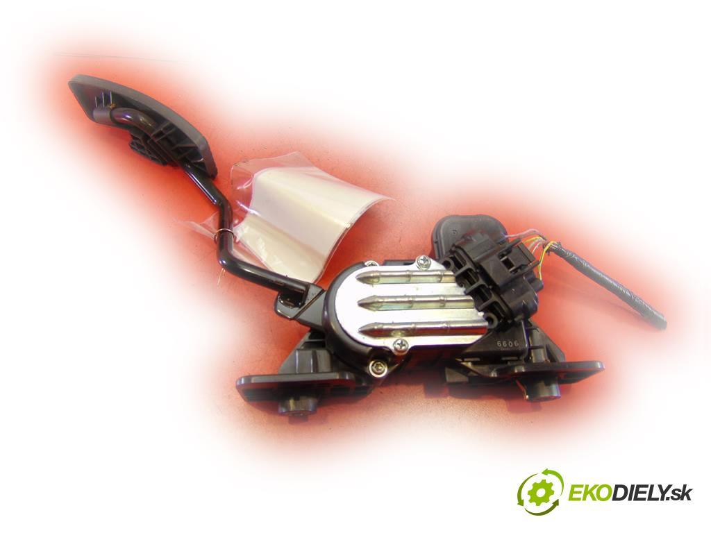 Mitsubishi Eclipse IV 4G    HATCHBACK 3D 2.4B 163KM 06-11  Potenciometer plynového pedálu  (Pedále)